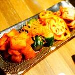 焼肉熱帯夜 ヨルテヤ - キムチ盛り合わせ