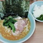 武蔵家 - ラーメン(並)with ご飯 650円
