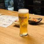 121659390 - グラスビールはショートサイズ
