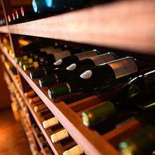ソムリエがワインセラーで管理するワイン
