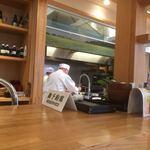 豊受オーガニクスレストラン - カウンター席から厨房方向