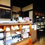 TOKUSHIMA COFFEE WORKS - 入口に購入可能なものもたくさん