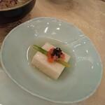 キャトルセゾン マツイ  - 山芋のよせものにサーモンとキャビア