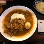 赤坂 たこ焼き居酒屋 蛸部屋 - スリランカカレーの大きさをiPhoneSEと比較
