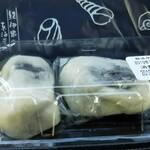 儀平 - 料理写真:薄皮でたっぷりのアンコを包んでいるから、触感がフワフワ。