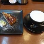 丸の内 CAFE 会 - カラメルミルクレープ アーモンド&ウォルナッツとカプチーノ