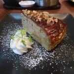丸の内 CAFE 会 - カラメルミルクレープ アーモンド&ウォルナッツ