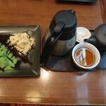丸の内 CAFE 会 - 二色のやわらかわらび餅と会席極ほうじ