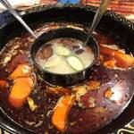 周黒鴨大夫人 - 煮詰まる鍋