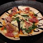 121701757 - 九条葱と生ハムのピザ