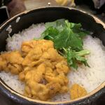 日本酒バル 蔵のや - ウニの土鍋ご飯