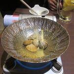 博多 寿司炉ばた 一承 - まずはアサリのだし汁をつまみに乾杯。  案外これがイケました。