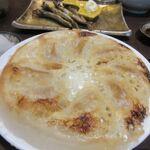 博多 寿司炉ばた 一承 -  餃子は羽根つき餃子、表面をパリッと焼かれた美味しい餃子です。