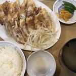 121715669 - 餃子定食