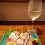虹晴れ - お刺身9点盛りと佐賀の日本酒 最高(*≧∀≦)
