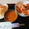 カトマンズカフェ - 料理写真:タンドリー丼。カレーがついているので、カレーライスしてもおいしー。ちょっとサラダもあって、バランスいいランチ。