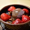 紀の善 - 料理写真:苺あんみつ@968円:黒蜜を垂らして。