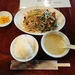 中国飯店 瑞鳳 - 韮菜猪肝(ニラレバ炒め)定食 935円