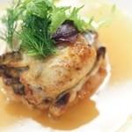ヴィノーブル - 広島産 牡蠣のソテとパルミジャーノ風味の焼きリゾット 牡蠣の出汁を利かせたスープ仕立て