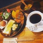 コロンズカフェ - モーニングメニューの「トーストセット」。サクサクトーストがおすすめ♪