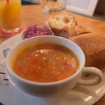 フードスタンド マガリ - 野菜のポタージュとパン