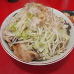 ラーメン二郎  - ラーメン800円。