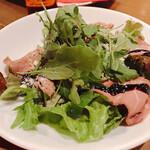 オステリア オロビアンコ - 特製ローストビーフのイタリアンサラダ バルサミコソース