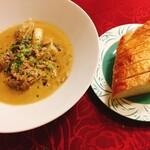 ラ・ヴィゴット - カキ・ポルチーニ茸の煮込みパン添え:1400円