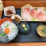 大洗町漁協 かあちゃんの店 - 二色丼と刺身五点盛単品