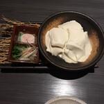 和風創作料理ダイニング 颯々 - 出来立て寄せ豆腐。暖かい方が美味しいです。