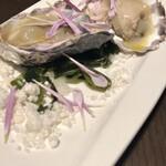 RRR otemachi Kobebeef&Wine - 牡蠣の薫製は、美味しい潮の香りも閉じ込められています。
