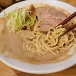 121778409 - 麺を持ち上げると、スープがズレる(笑)