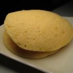 栄町 松坂屋 - 蒸しどら焼は黄色い皮が特徴的