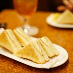 珈琲店トップ - チーズトースト (¥530)、紅茶 (¥550△¥100)
