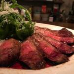 パヴォーネ・インディアーノ - 黒牛もも肉のタリアータスイートマサラソース