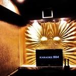 カラオケ804 - 「GLAMOROUS」黒とゴールドがイメージカラー♪