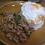 タイ国料理 タイバンコク - 豚のバジル炒めご飯