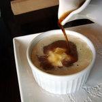 クレープリー カフェ 樹水 - アフォガート エスプレッソを注ぎ終わりかけ。既に注ぎすぎのような・・・