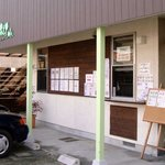 クレープリー カフェ 樹水 - 店舗を正面から見たところです。テイクアウト用の窓があります☆