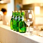 Le Salon de Legumes - 店内は,オープンキッチン。マルシェの先の食卓で,音・香りで素材の変化を感じてください。