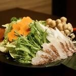 銀座 秋田県産比内地鶏専門店 美郷錦 - 真鯛の雲丹出汁しゃぶしゃぶ鍋
