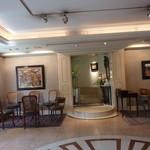 レストラン ひらまつ - 1階のウエイティングスペース