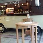 ドクターズカフェ - 豆からひいて、おしゃれなワーゲンバスの中でコーヒーを作ってくれます