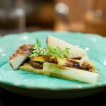 なる屋 - 飯蛸煮 佐賀県産のホワイトアスパラガス、 黄身酢