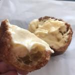 ハンブルグ - シュークリーム(食べた断面)
