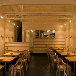 暖かみある空間で、ゆったりと普段のお食事をどうぞ。