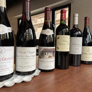 お料理を引き立てる、厳選された約170種類のワインをご用意。