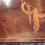 レストラン ひらまつ - ガレのサイン入りアンティークテーブル