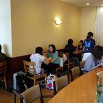 ドトールコーヒーショップ - 朝の店内は混雑しているので