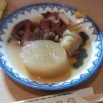 おでん 十七八 - 料理写真:タコ・大根・ロールキャベツ・すじ肉